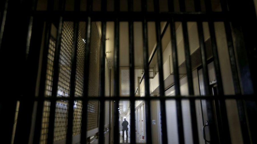 با خواندن هر کتاب، 6 روز از مقدار حبس زندانیان کم میشود