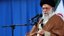 رهبر انقلاب : راه ما نه سوسیالیستی است نه متکی بر لیبرال دمکراسی/ ما باید ایرانی بیندیشیم و ایرانی زندگی کنیم