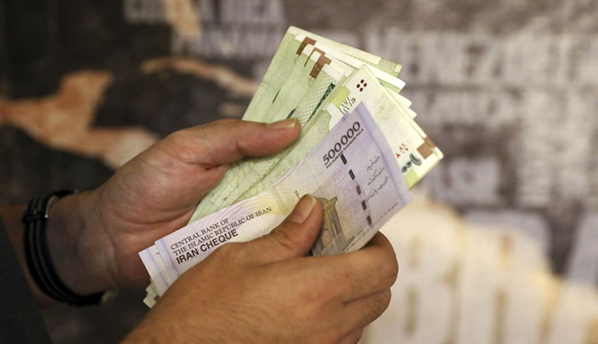 یک شایعه: وزیر اقتصاد برای حمایت از بورس خواهان بالا نگه داشتن قیمت دلار است