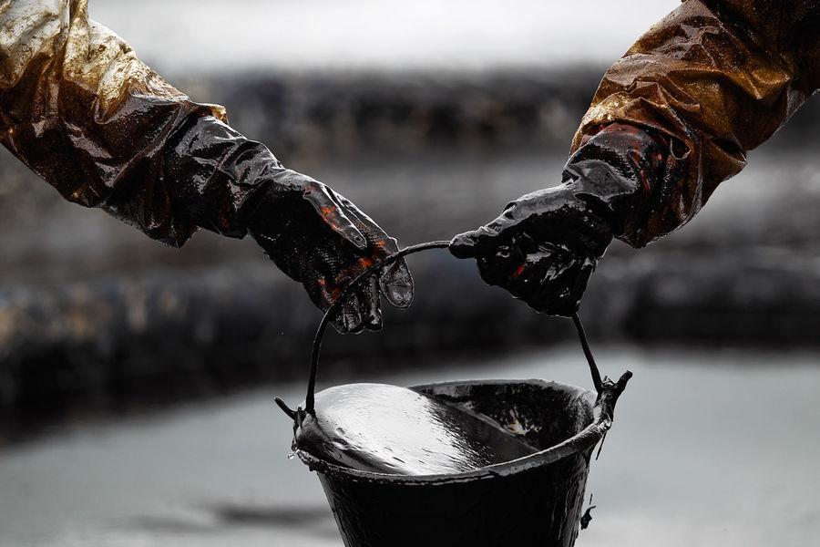 ادامه سقوط نفت در بازارهای جهانی/ هر بشکه 65 دلار قیمت خورد