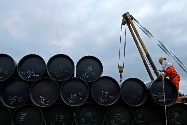 یک خبرنگار نفتی: با نفت شتر سواری دولا دولا نکنیم