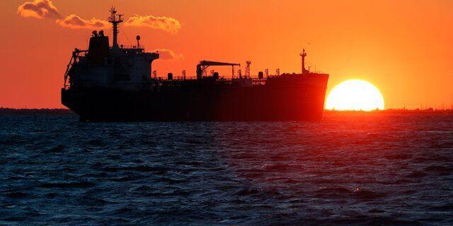 انتقال ۱۰ میلیون بشکه نفت به ابرنفتکشها