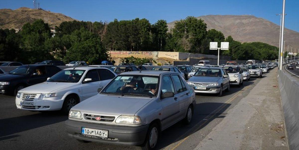 ترافیکِ جادههای شمال در روزهای آخر تابستان/ تردد پرحجم خودرو در مسیر قزوین-تهران
