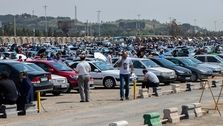 تناقض عجیب علم اقتصاد در ایران؛ خودروهای داخلی مشتری ندارند اما هر روز گرانتر میشوند!